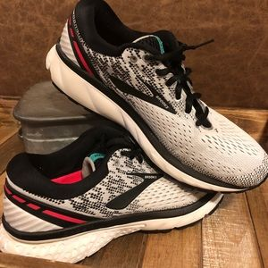 Brooks Ladies Running Shoes sz 10
